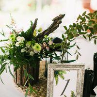 В этом году оформляла действительно потрясающую свадьбу для очень доброй, солнечной и открытой пары! Атмосфера была на свадьбе просто непередаваемая, мне кажется эту свадьбу я запомню надолго! В оформлении было очень много горшечных растений, эвкалипта ра