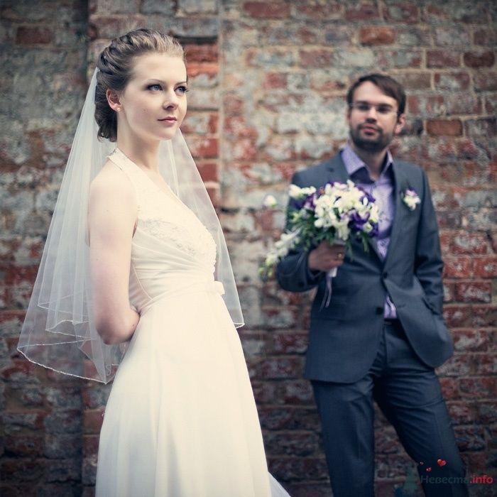 Жених и невеста стоят на фоне кирпичной стены - фото 57881 Фотограф Мария Ширяева (KAIOSHK)