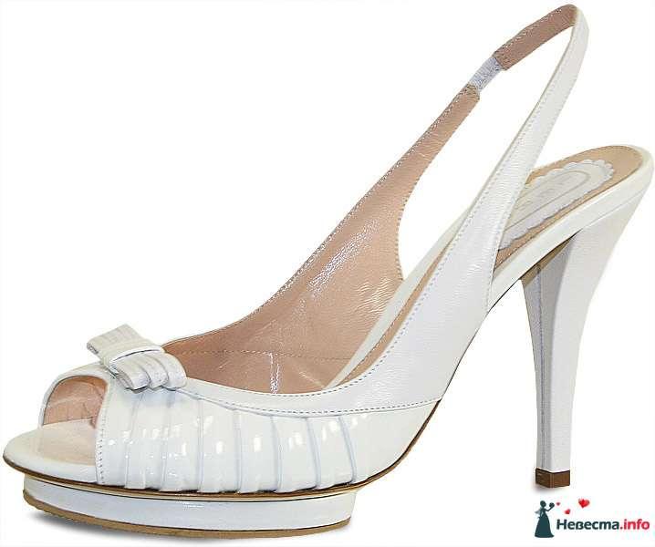 Белые босоножки на высоком каблуке, спереди небольшой бантик. - фото 92804 Невестушка