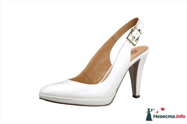 Белые босоножки на каблуке сбоку на застежке. - фото 92823 Невестушка