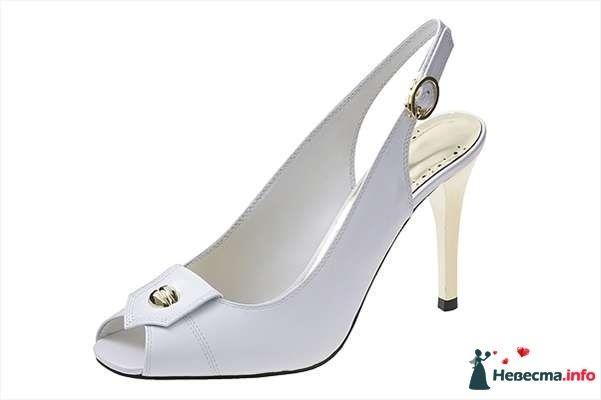 Белые босоножки на шпильке спереди брошка. - фото 92825 Невестушка