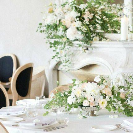 Оформления зала из подаренных цветов гостями