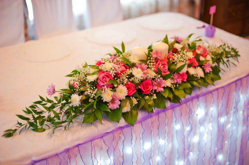Композиция из живых цветов на свадебный стол своими руками