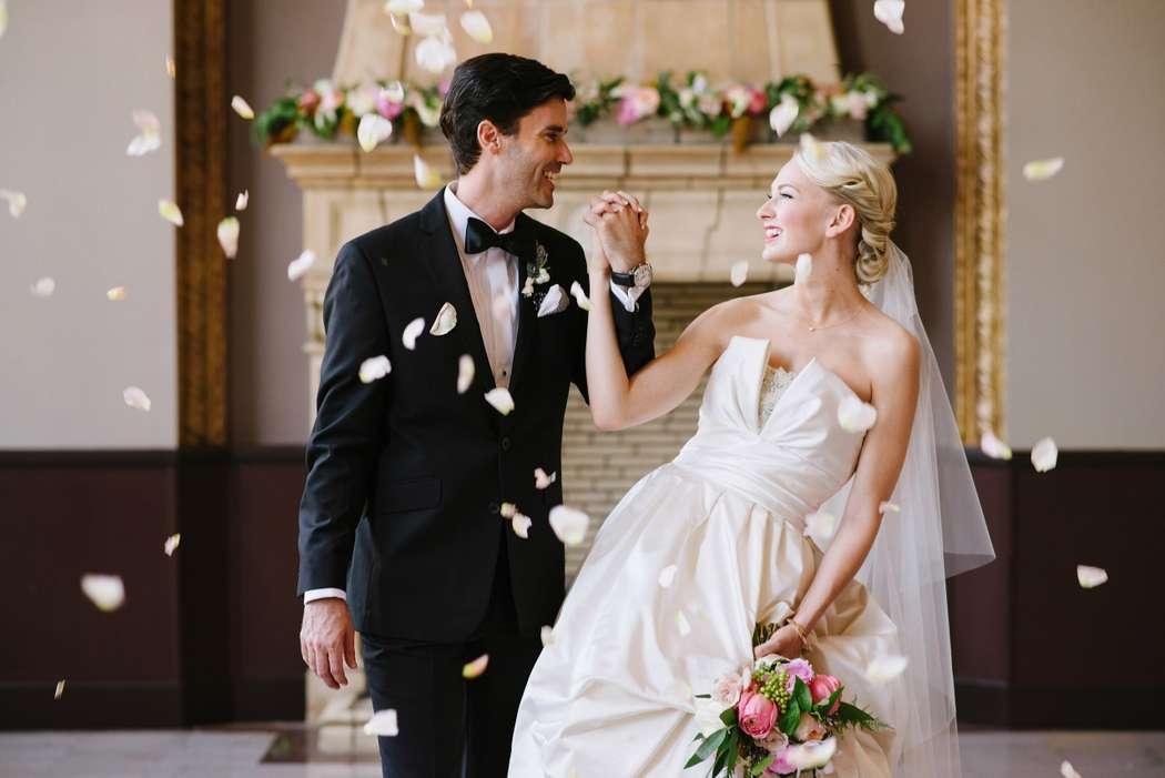 Наслаждайтесь друг другом в день свадьбы, а вопрос с опоздавшей музыкой, рассадкой гостей и многим другим решит координатор) - фото 9719888 Свадебный координатор Wedding time company
