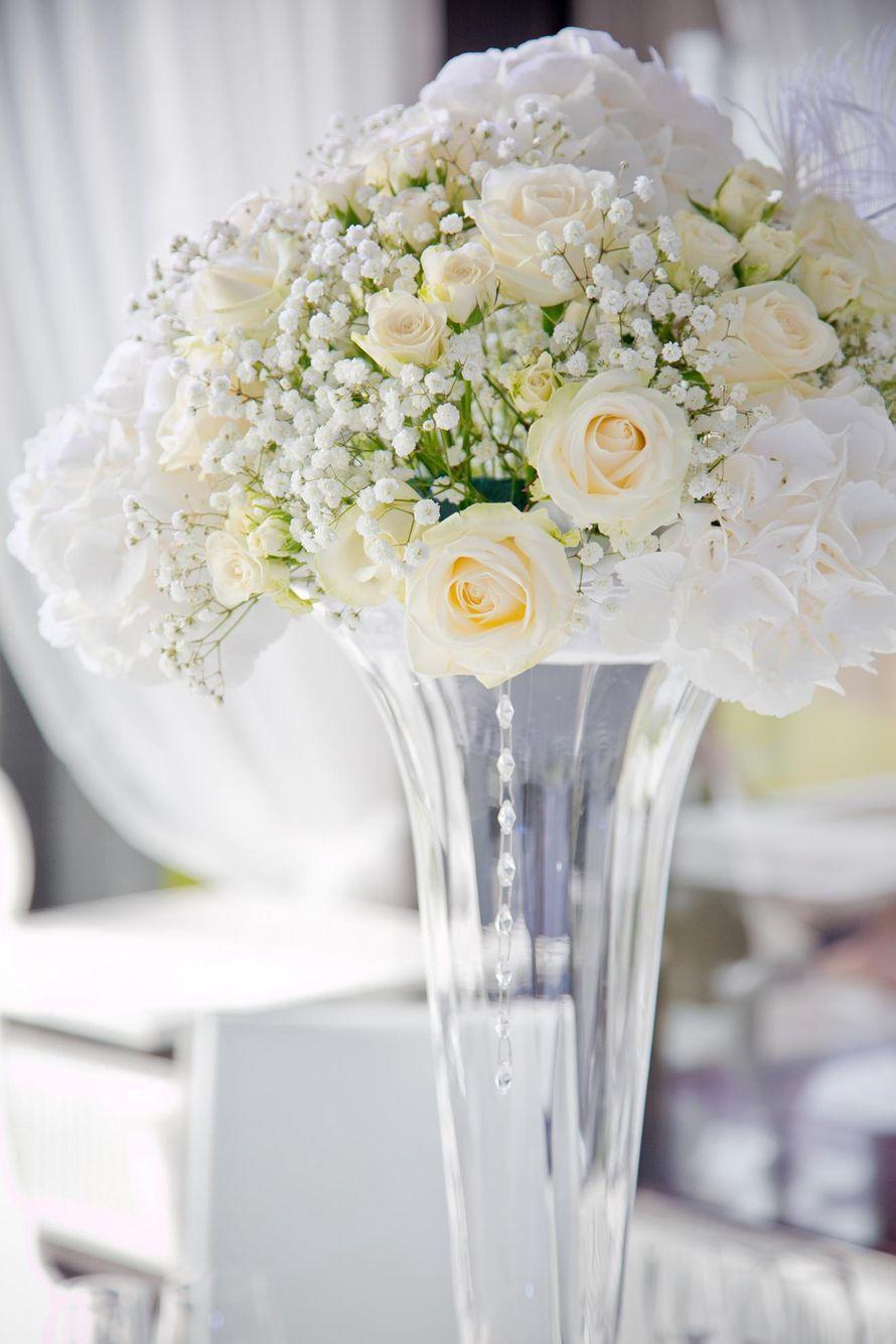 Свадебный букет на столе, цветов луначарского