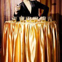 """Леди-фуршет от Кабаре-шоу """"Viva"""" Девушки, одетые в платья-столы. Оригинальная подача напитков и легких закусок Вашим гостям. Организация выступлений: NEXT Event-агентство тел.: +77077670404 e-mail:info@nextevent.kz"""