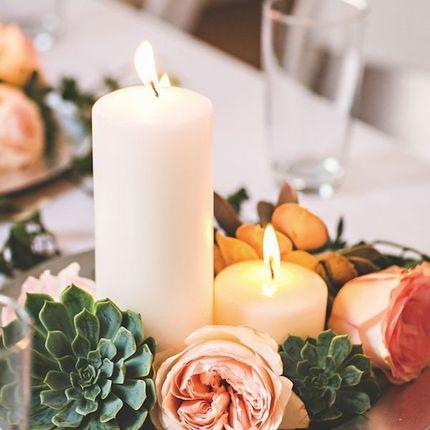 Декор стола гостей цветами