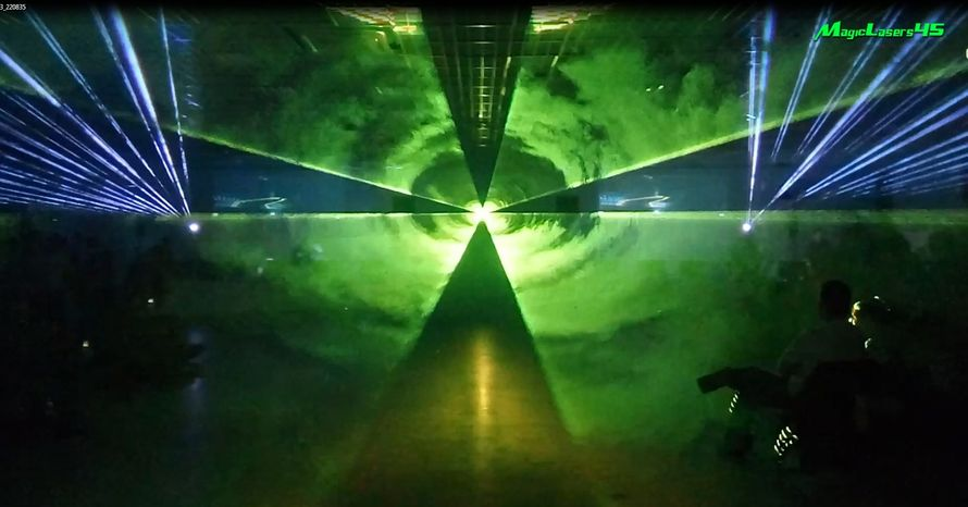 Лучевое лазерное шоу