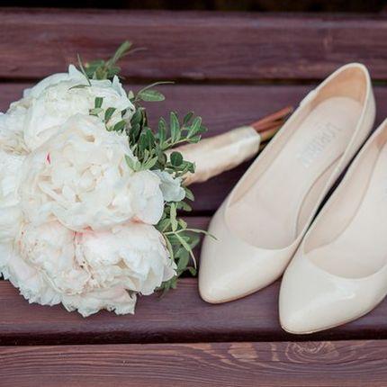 Букет невесты с пионами айвори