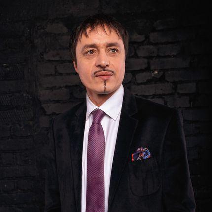 Ведущий, режиссёр-постановщик, автор сценариев