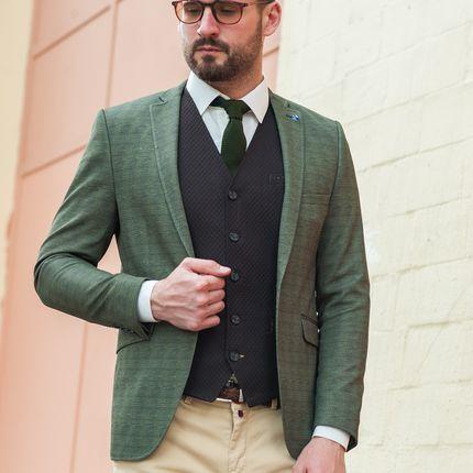 Приталенный пиджак зелёного цвета