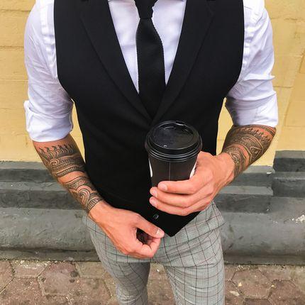Чёрный жилет