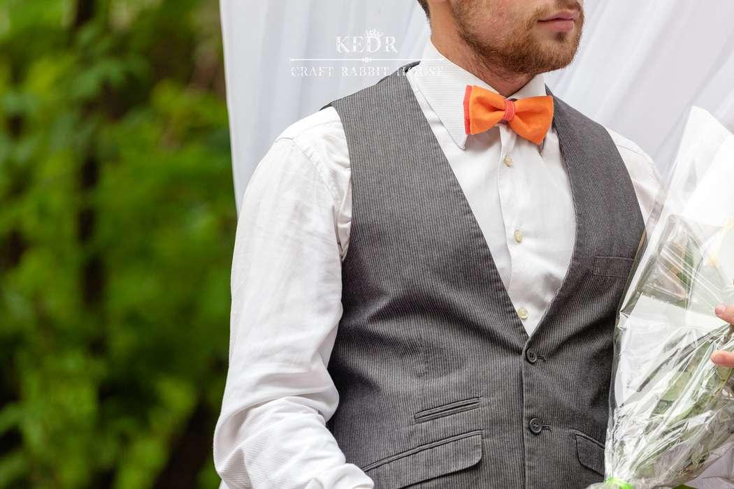 оранжевая льняная галстук-бабочка для друзей жениха - фото 10569948 Авторская мастерская аксессуаров Kedr