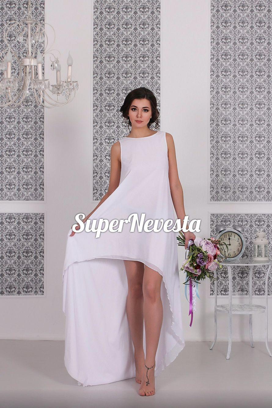 В наличии 42-48р. One size. Цена 14800= Дизайнерская модель. Сшито в единственном эксземпляре.  Платье для смелых и ярких невест- сексуальное, решительное и запоминающееся.  Кружевная вставка на спинке снимается,  оставляя спинку открытой. Ассиметричный к - фото 13699404 Konfiture atelier - мастерская свадебных платьев