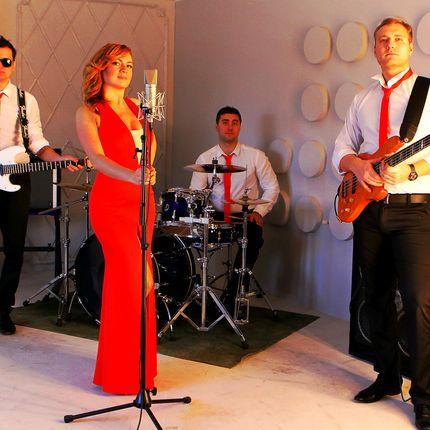 Выступление кавер-группы на свадьбе, 90 минут