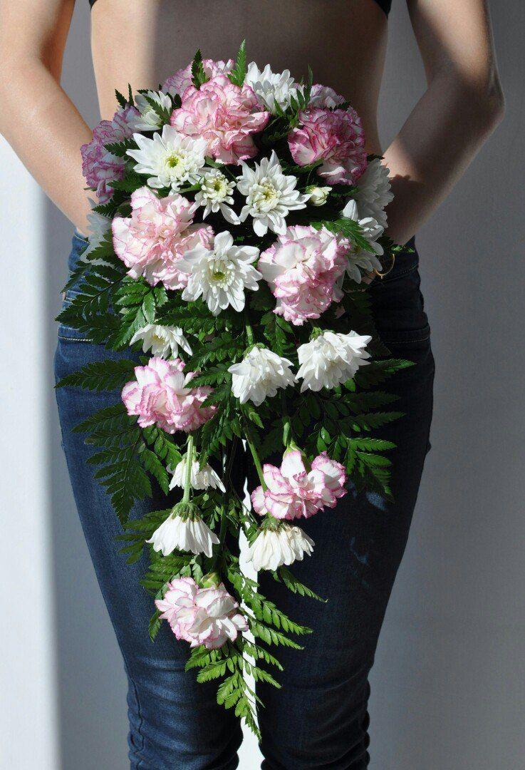 Каскадный свадебный букет, хризантемы, гвоздики, папоротник - фото 10876940 Флорист Светлана Зайцева