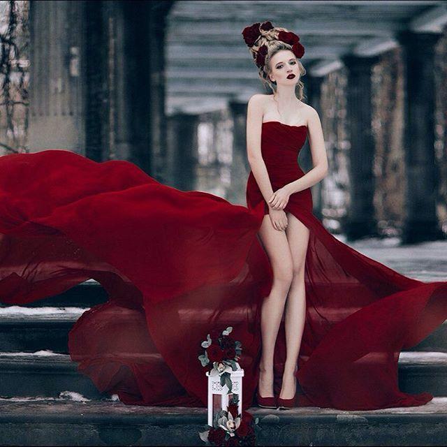 "Виктория: @victoria_krasa  PH: @annakiseliova MUAH: @tomusia__  Flowers: @viktorina_florist  Dress: [club102325478|Аренда платьев ""Каприз"". Спб]  #nevskyflorist #portrait #photographer #photosession #photooftheday #photoshoot #model #red #dress #winter #f - фото 11096690 Флорист Савинова Виктория"