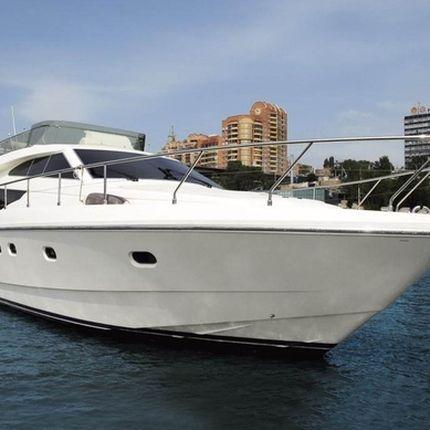 Аренда моторной яхты Ferretti 530