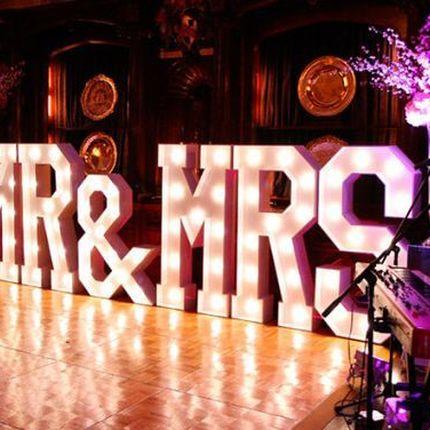 Светящиеся буквы Mr & Mrs