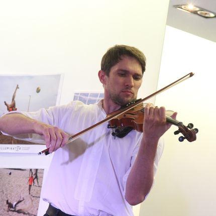 Выступление скрипача на мероприятии