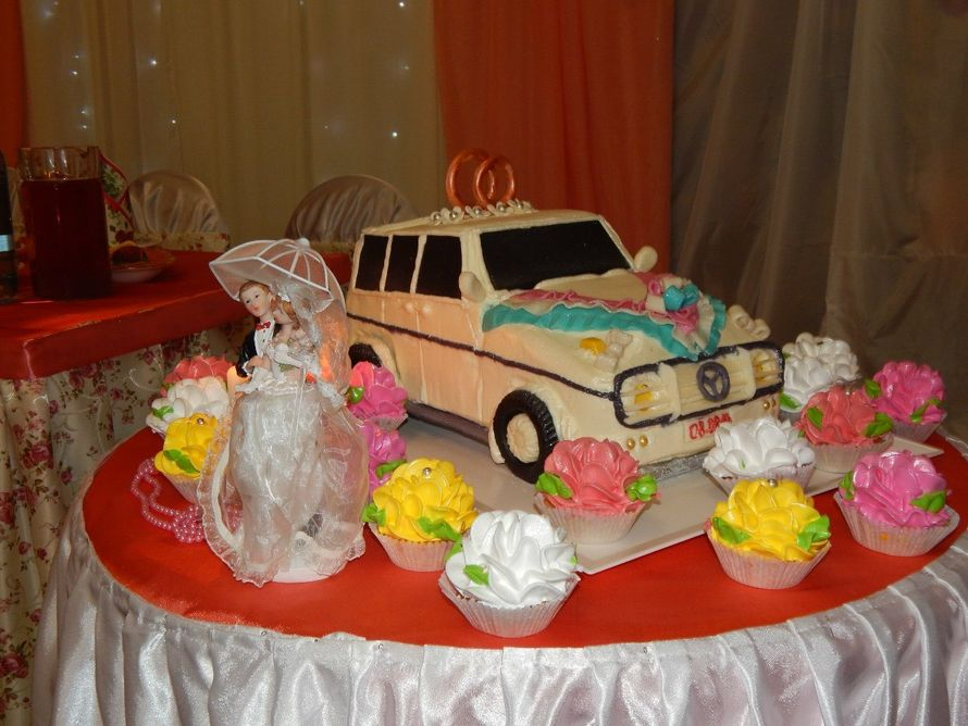 оригинальный свадебный торт семьи Казаковых Оли и Саши - фото 11113832 Ведущая Наталья Малыхина