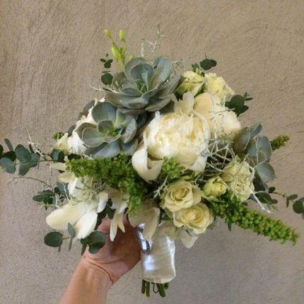 Букет невесты и бутоньерка для жениха в подарок