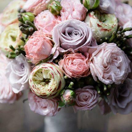 Букет невесты из роз сорта мента и бруния