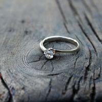 Помолвочное кольцо на заказ с бриллиантом.