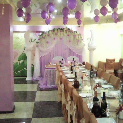 Оформление банкетного зала сиреневая свадьба