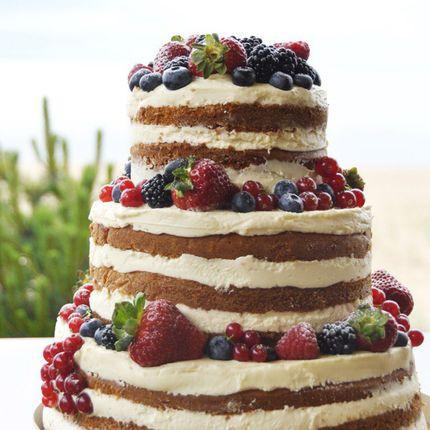 Открытый торт с крем-чизом и свежими ягодами