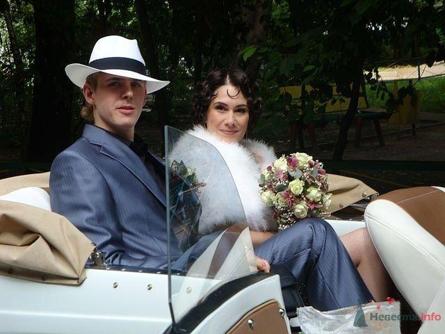 Свадебная прическа, стилизованная под 30-е на короткие волосы, свадебный макияж.