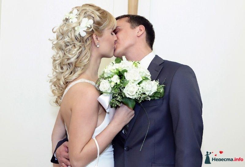 Свадебная, прическа на длинные волосы, украшенная живыми орхидеями - фото 101817 Стилист-визажист Кандалова Елена