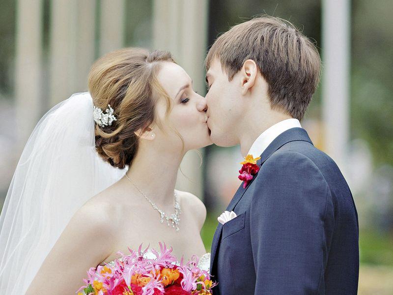 Свадебная прическа на каре с удлинением с фатой
