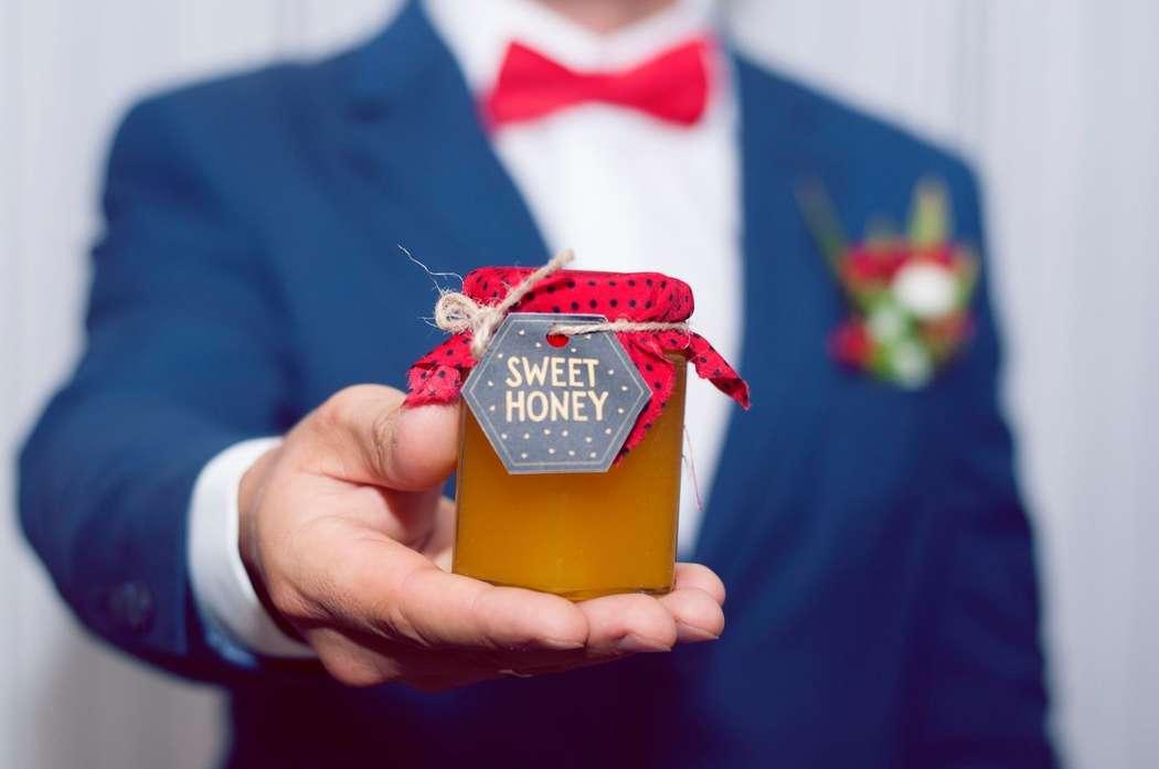 """Приятно получать подарки, но куда приятнее дарить! Наш натуральный медок, с индивидуальным дизайном, принесет Вам настоящее удовольствие!) - фото 11770282 Компания медовых подарков """"Sweet honey"""""""