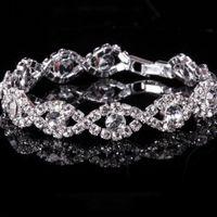 Свадебное украшение для невесты - браслет из прямоугольных и крупных круглых страз на основе из белого металла.