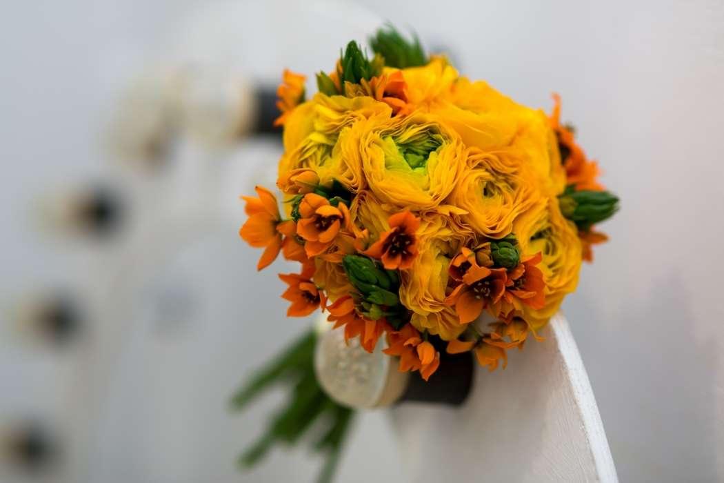 Желто оранжевый букет невесты