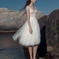 Коста. Короткое платье с фатиновой юбочкой чуть ниже колена и лифом, выполненном в нежно-розвоом цвете с элегантным кружевом.