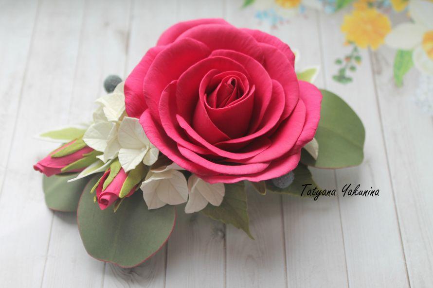 Шикарная Роза (Зажим )насыщенного цвета с бутонами , ягодками Бруни, гортензией и листьями эвкалипта. Станет великолепным аксессуаром для волос, на торжественный случай, фотосессию или просто для красивой причёски.Прическа, украшенная такой заколкой, прид - фото 15776482 Татьяна Якунина - свадебные букеты и украшения