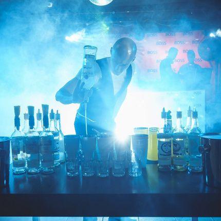 Сольное выступление бармена