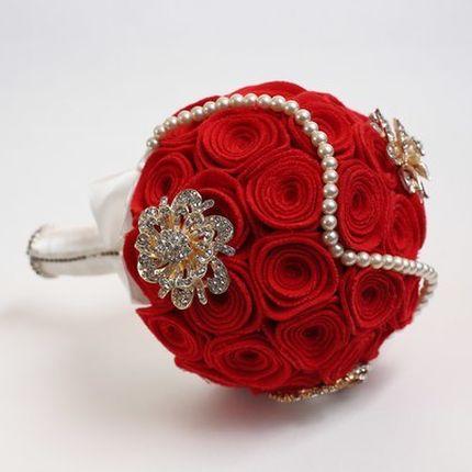 """Брошь-букет """"Красные розы"""""""