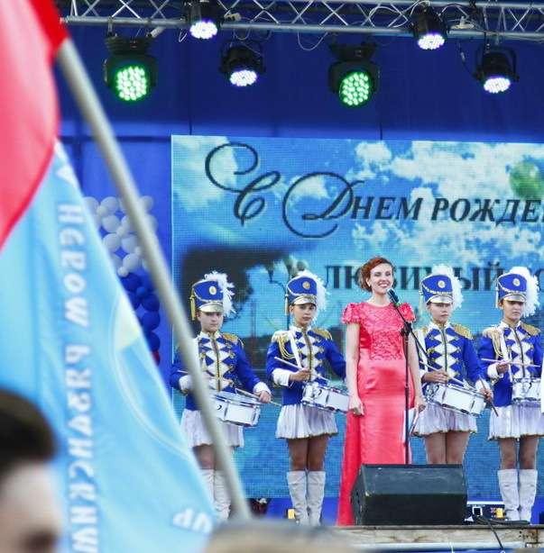 День города Алушты и открытие курортного сезона в Крыму 2016. - фото 12438550 Ведущая и церемониймейстер Лилия Шаталова