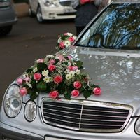 оформление машины живыми цветами