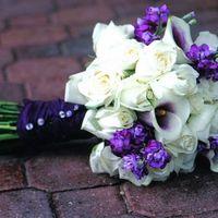 Букет невесты из белых роз и белых калл