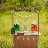 Лимонадный стол. Разборный. Размеры - 120 см х 52 см.  Аренда - 300 грн.