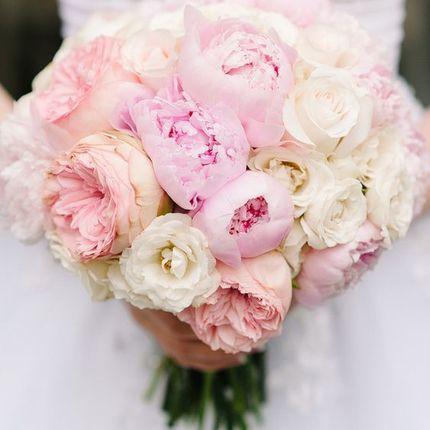 Букет из пионов, эустом и пионовидных роз
