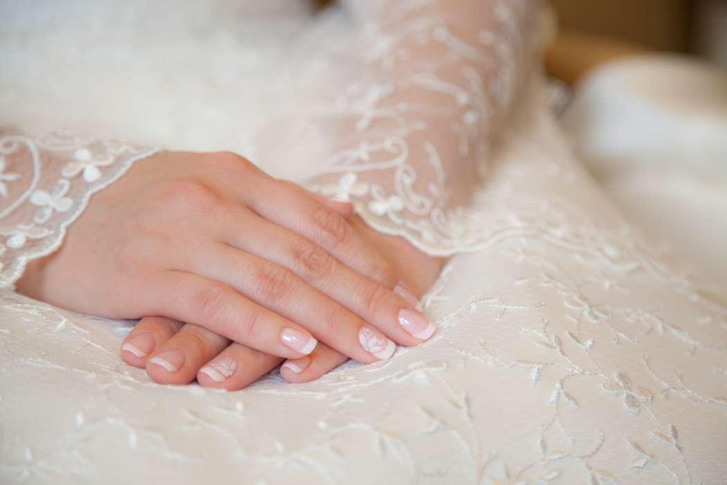 нежные белоснежные пальчики женщин