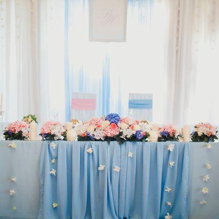 Оформление зала в небесно голубом и нежно розовом цветах