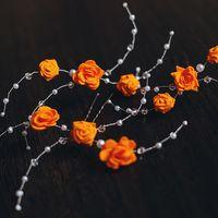 Шпильки для свадебной прически с маленькими оранжевыми цветочками  Материалы: бусины, цветы из фоама, проволока Цветы можно сделать другого цвета  #Шпилька #СвадебныеШпильки #ШпилькиДляСвадебнойПрически #Wedding #Свадьба #Невеста #СвадебноеУкрашение #Оран