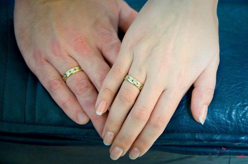 """Обручальные кольца с плетением """"Цепочка"""" на руках молодоженов. - фото 43061 Рыжий Катенок"""