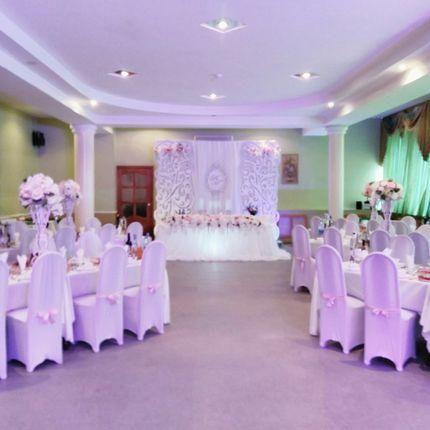 Оформление зала в стилистике торжества